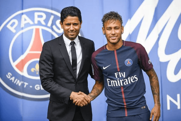 cuanto gana neymar paris saint germain